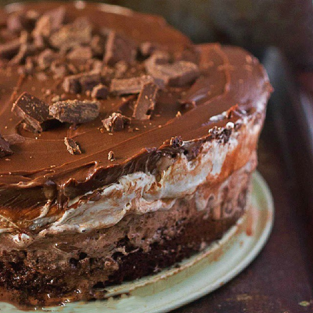 Mississippi Mud Pie Ice Cream Cake. Layers of brownie, ice cream, marshmallow fluff, chocolate frosting. Go ahead and get this recipe NOW! Click on link in profile. #chocolate #chocolatelover #brownie #icecream #desserts #sweets #yummy #yum #nomnom #getinmybelly #ontheblognow #ontheblog #foodies #foodphotography #foodie #fblooger #food #foodgasm #foodporn #foodlovers #tagstagram #instafood #instafoodies