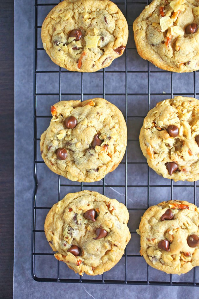 a cooling rack with snack time cookies